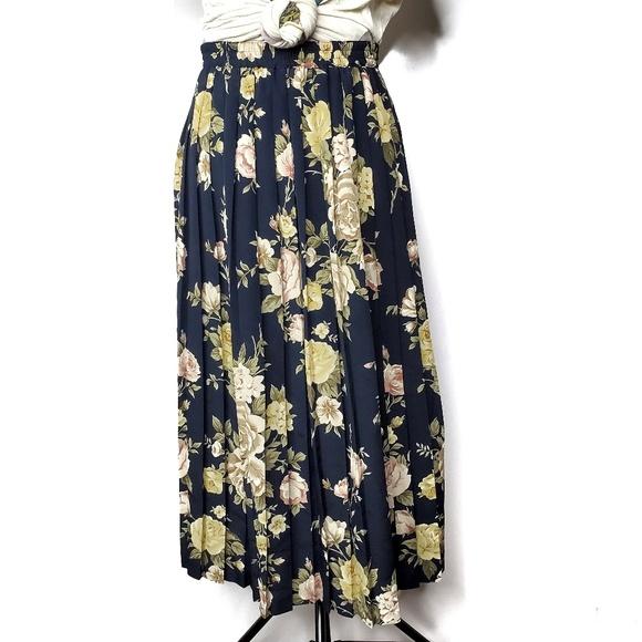 Vintage Dresses & Skirts - Vintage Alfred Dunner Navy Floral Pleated Skirt